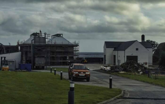 Ardbeg Distillery - Neues Stillhouse (Foto von der Anfahrt)